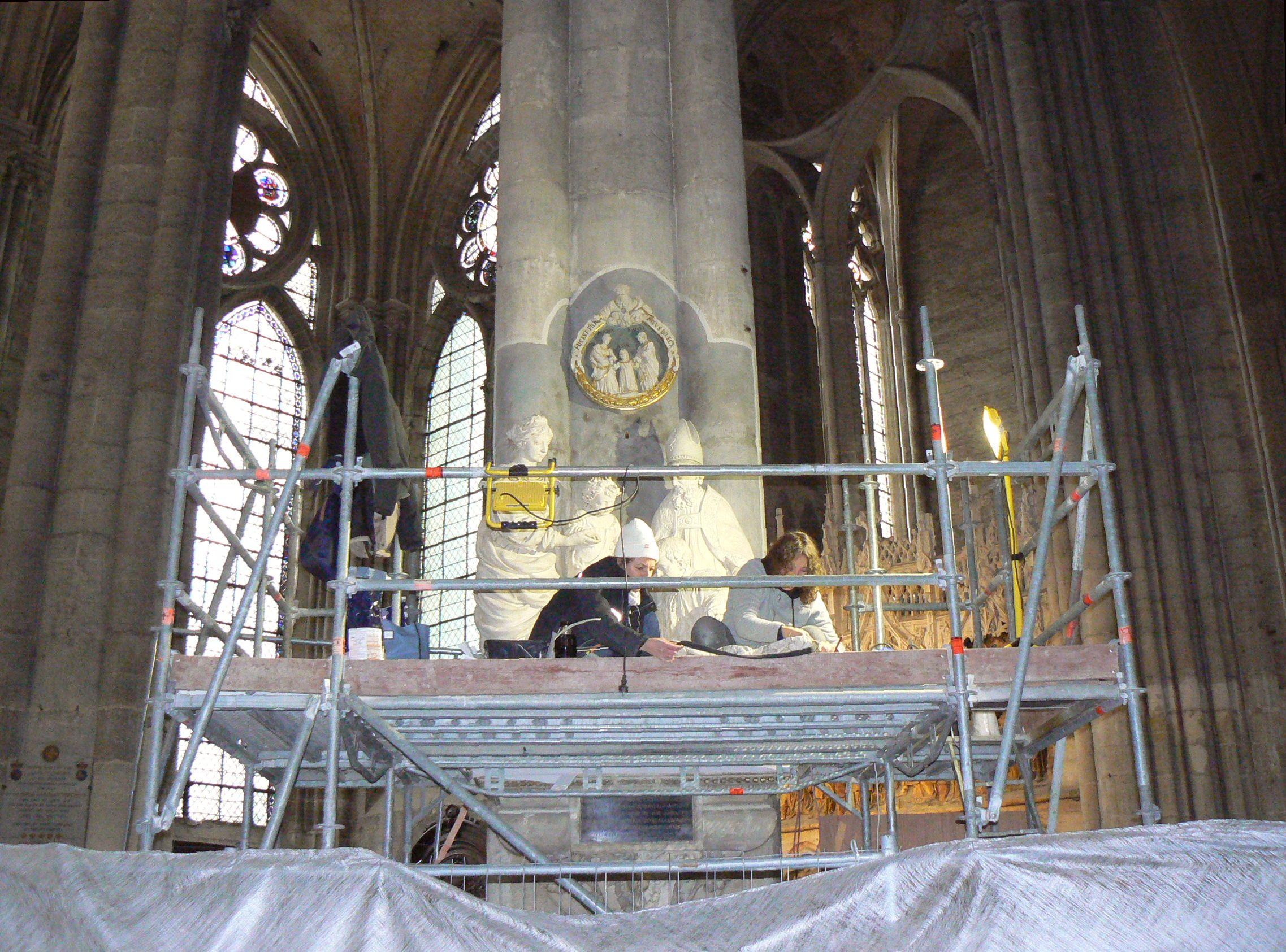 Repose et restauration d'un monument sculpté à la Cathédrale Notre-Dame d'Amiens - Ministère de la Culture