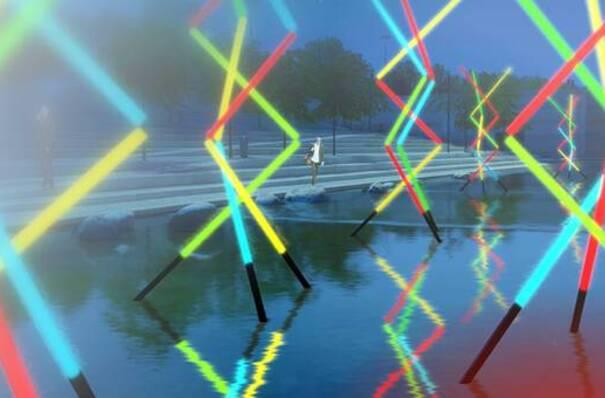 Vue d'une oeuvre lumineuse sur un bassin