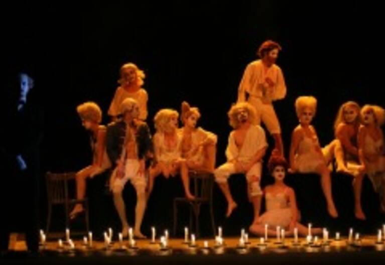 Dans le Théâtre du Conservatoire, répétition d'un atelier de 3e année dirigé par une élève