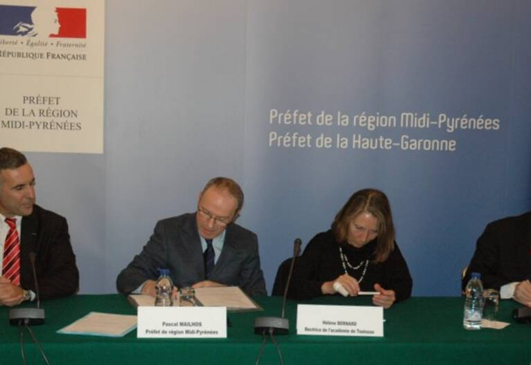 Signature de la convention EAC