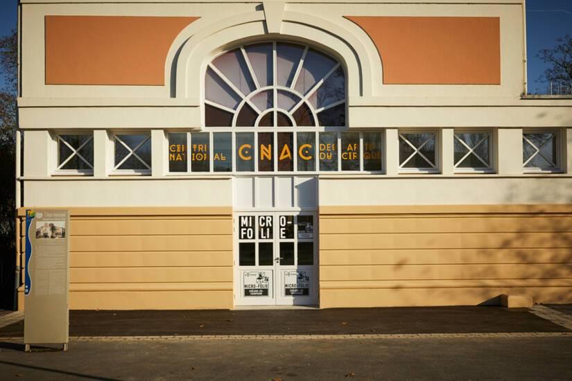 Micro-folie du CNAC, vue du bâtiment extérieur © Christophe Raynaud de Lage / CNAC