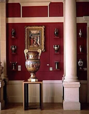 Sèvres, Musée de la Céramique. Salle des Grands vases Photo (C) RMN-Grand Palais (Sèvres - Manufacture et musée nationaux) / Martine Beck-Coppola
