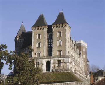 Vue du château de Pau depuis le parc Photo (C) RMN-Grand Palais (Château de Pau) / Hervé Lewandowski