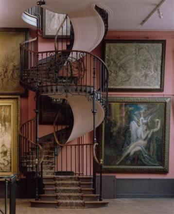 Musée Gustave Moreau : Vue du grand atelier du 2e étage avec l'escalier en spirale construit par Albert Lafon en 1895. Photo (C) RMN-Grand Palais / René-Gabriel Ojéda