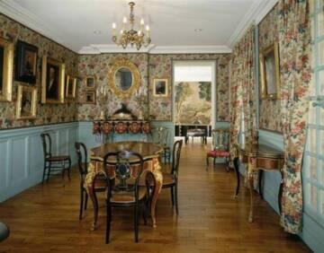 Musée Magnin : salon de famille Photo (C) RMN-Grand Palais (musée Magnin) / Thierry de Girval