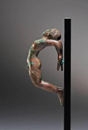 Acrobate, anse de ciste anthropomorphe, fin du Ve siècle avant notre ére