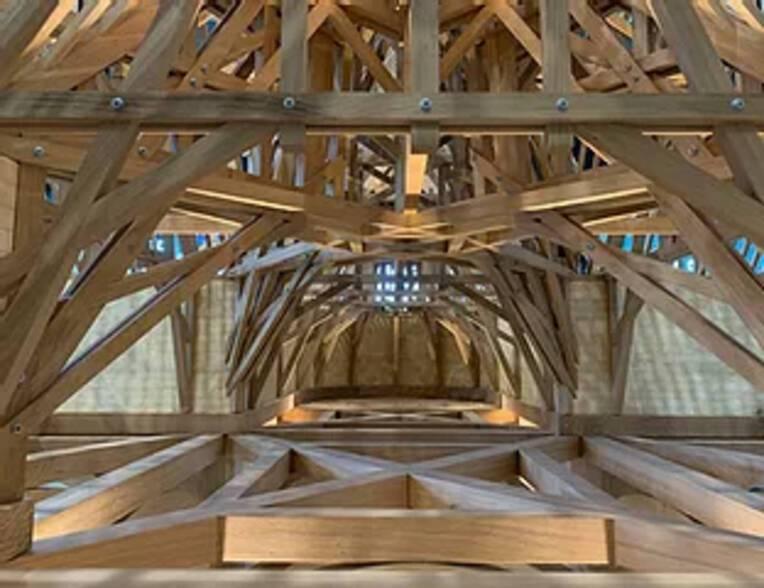 Des étudiants de l'école supérieure d'architecture de Nancy travaillent sur les six scénarios de restauration de la charpente en bois de Notre-Dame...