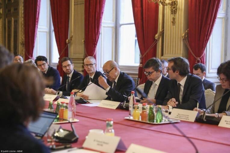 Jean-Yves Le Drian, ministre de l'Europe et des Affaires étrangères, et Franck Riester, ministre de la Culture, fixent de nouvelles orientations à...