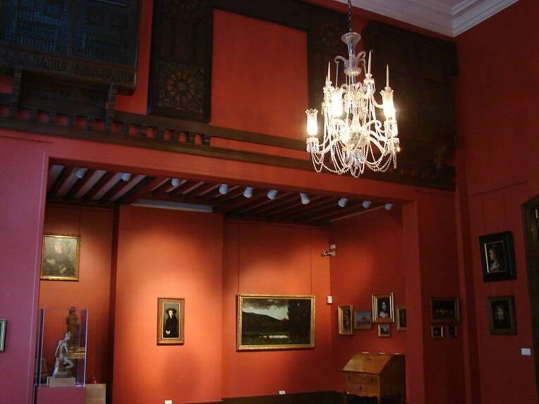 Paris, musée Henner, Vue du grand atelier rouge (1er étage), Source : musée Henner via Wikimedia Commons