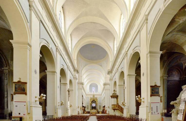 La nef de la cathédrale de Montauban fissurée