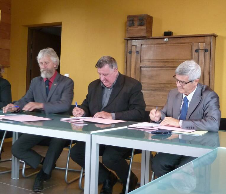 Photo des signataires du Contrat culture ruralité