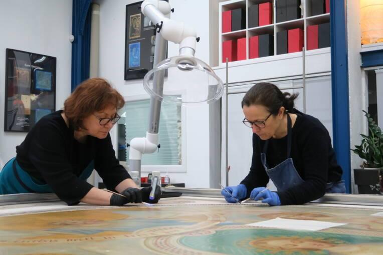 Trois tableaux de la cathédrale de Nantes en cours de restauration