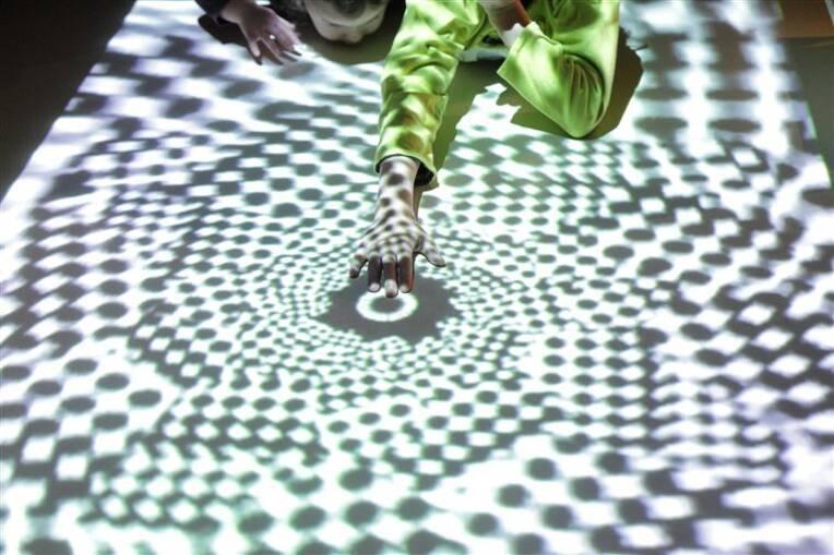 """Paris, Musée du quai Branly. Visite tactile de l'exposition temporaire """"Maori"""". Du 4 octobre 2011 au 22 janvier 2012. Photo (C) musée du quai Branly - Jacques Chirac, Dist. RMN-Grand Palais / Cyril Zannettacci"""