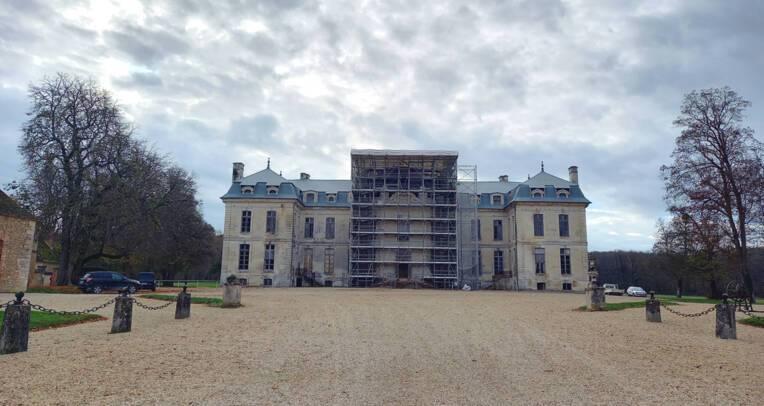 Aube -Château de Vaux – Echafaudage du corps principal, façade sud