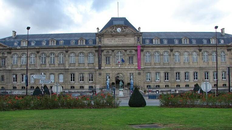 Manufacture de Sèvres : arrêté relatif aux dépôts