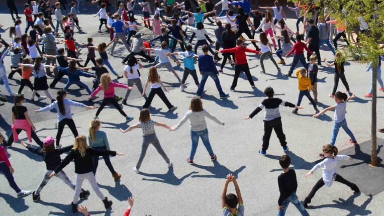 Création en cours : dans le Var, les enfants font dialoguer sculpture et danse