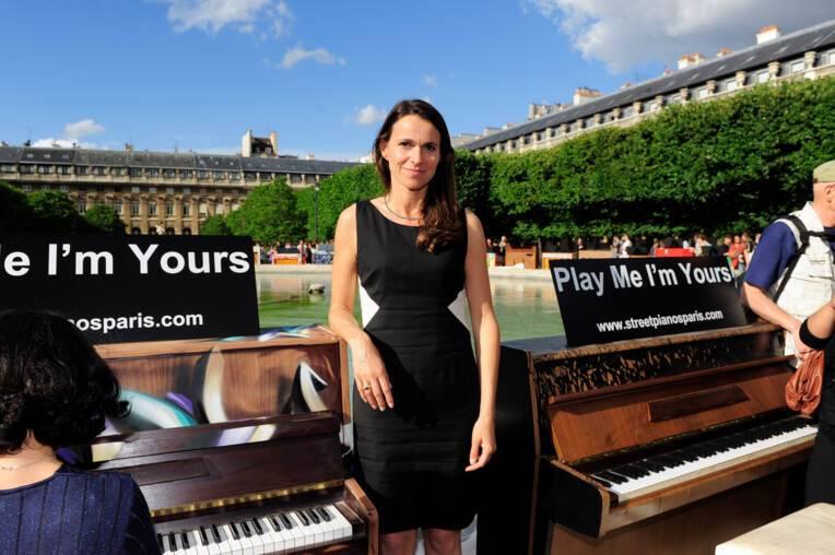 Aurélie Filippetti dans les Jardins du Palais Royal