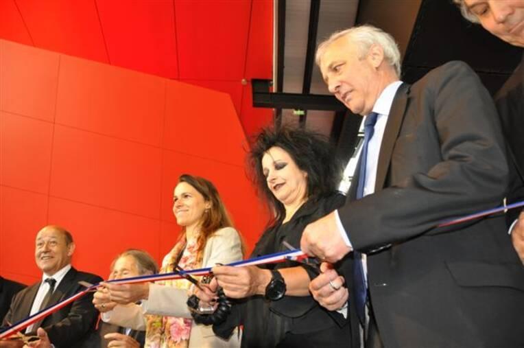 Aurélie Filippetti inaugure le nouveau bâtiment du FRAC Bretagne en compagnie de Jean-Yves Le Drian et d'Odile Decq