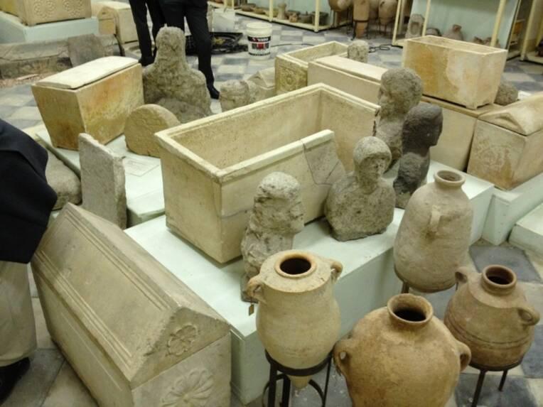 Vues des salles d'exposition des collections du musée archéologique biblique