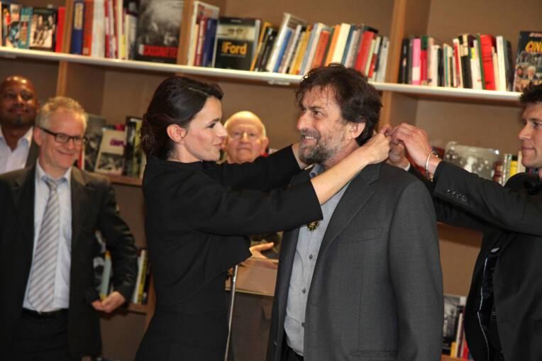 Aurélie Filippetti remet les insignes de commandeur des Arts et Lettres à Nanni Moretti