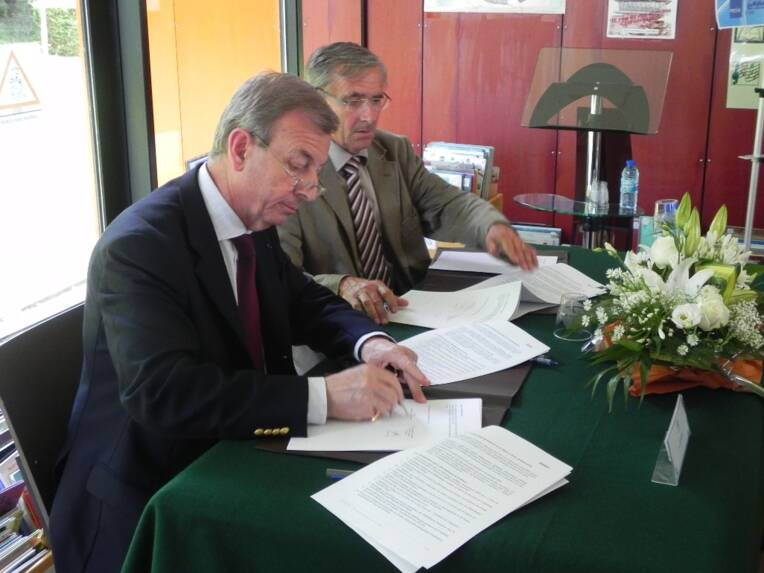 signature contrat Beaugency