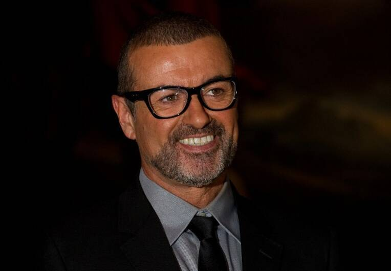 Portrait du chanteur George Michael à Londres