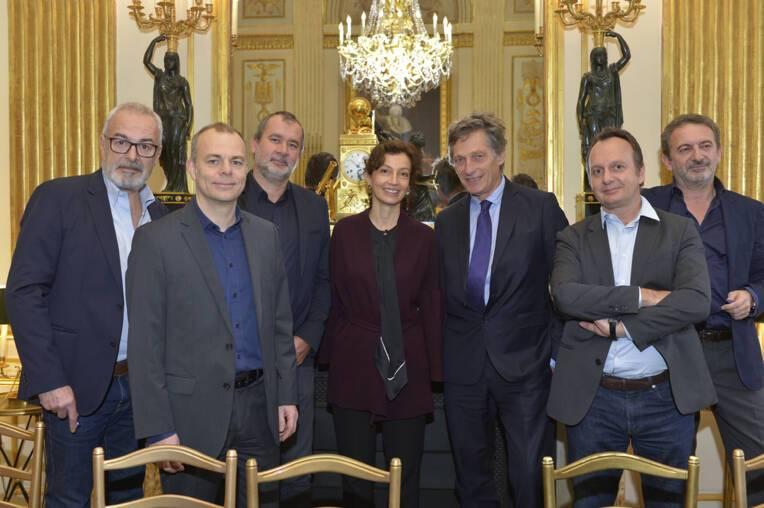 Signataires de l'accord entre M6 et les producteurs audiovisuels