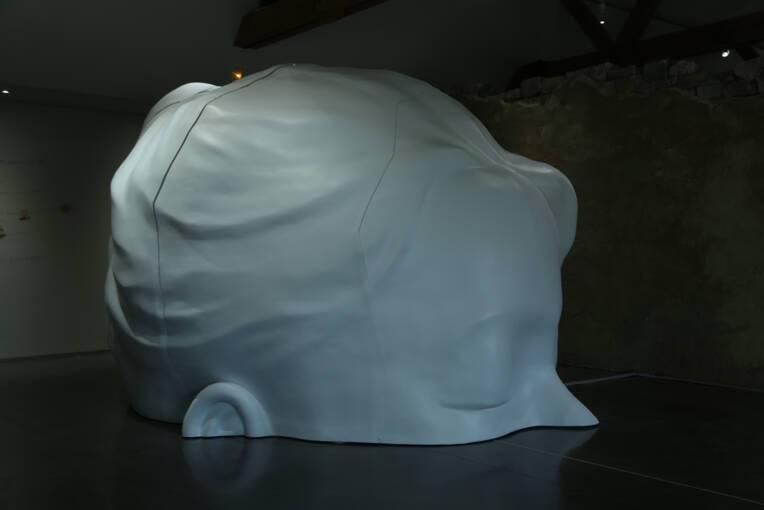 Le secret du monde oeuvre de Nathalie Talec réalisée dans le cadre de la Commande publique inaugurée le 22 juin 2018 au Musée départemental de la céramique de Lezoux