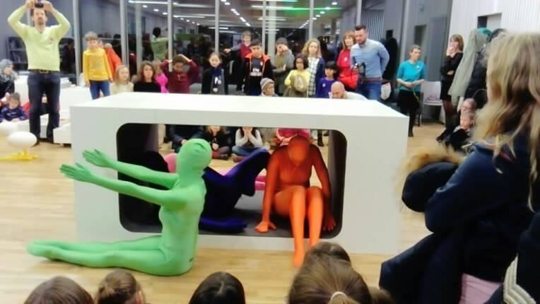 Les danseurs investissent la bilbliothèque Marguerite Yourcenar à Lyon lors de la Nuit de la lecture 2018      -