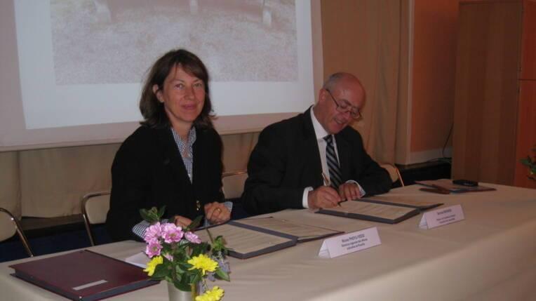 Signature de la convention entre la directrice régionale des affaires culturelles de Picardie et le Recteur de l'Académie d'Amiens