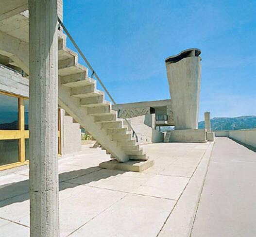 Cité radieuse - Marseille, cheminée et escalier de secours sur le toit-terrasse