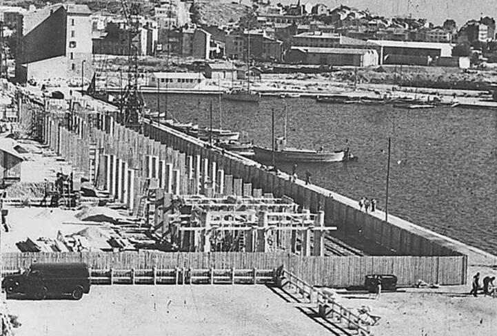 Vue d'ensemble des fondations : les trois alignements de pilotis d'un immeuble