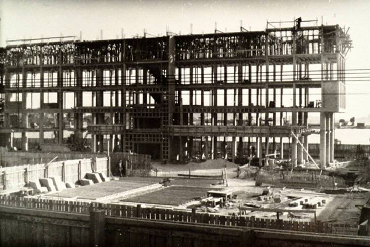 Vue générale de l'ossature poteaux-poutres d'un immeuble vers 1951