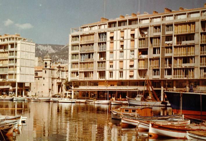 Vue générale des façades sud de la Frontale vers 1960
