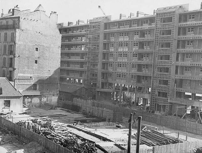 Vue partielle de la façade nord d'un immeuble de la Frontale