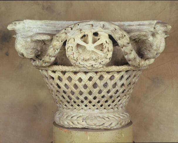 Chapiteau byzantin en marbre VI° siècle  - Trésor de la cathédrale Saint-Jean à Lyon