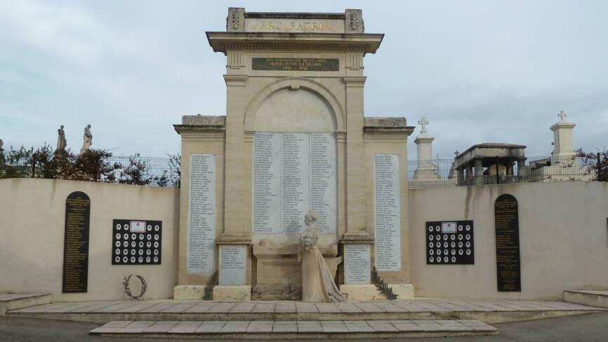 Monument aux morts de Beaucaire (30)