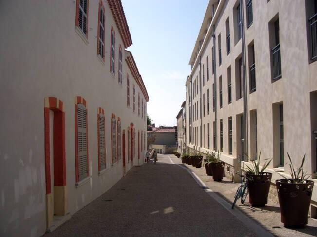 L'hospice : façade sud et entrée