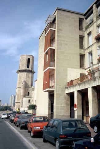 Vieux-port - Marseille, détail façade en pierre pré-taillée