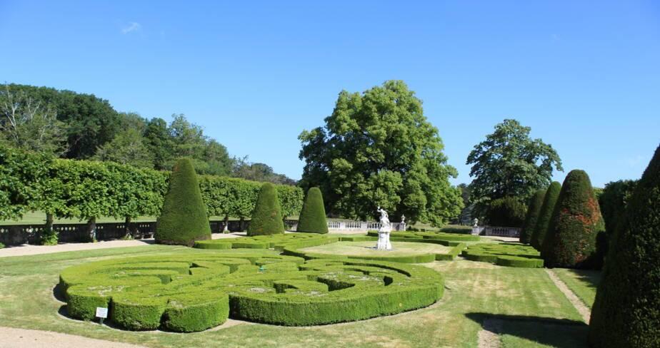 (36) Bouges-le-Château : jardin du château