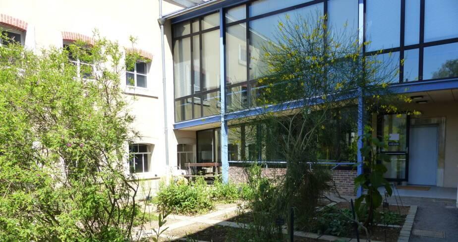(36) Argenton sur Creuse : jardin du musée de la Chemiserie
