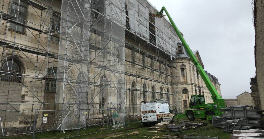 Abbaye de Clairvaux. Restauration des couvertures du réfectoire chapelle. Vue façade