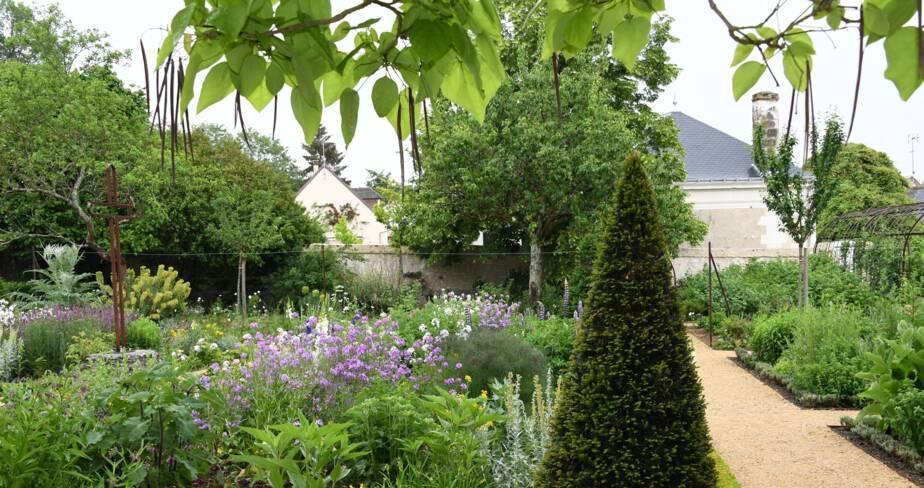 (37) Chédigny : jardin de curé