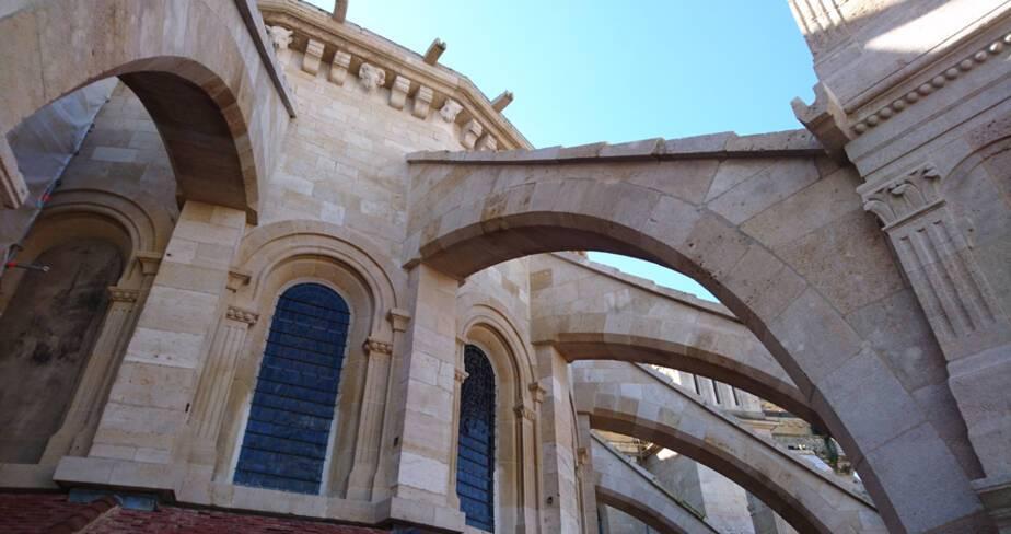Cathédrale de Langres : déambulatoire Nord et contreforts