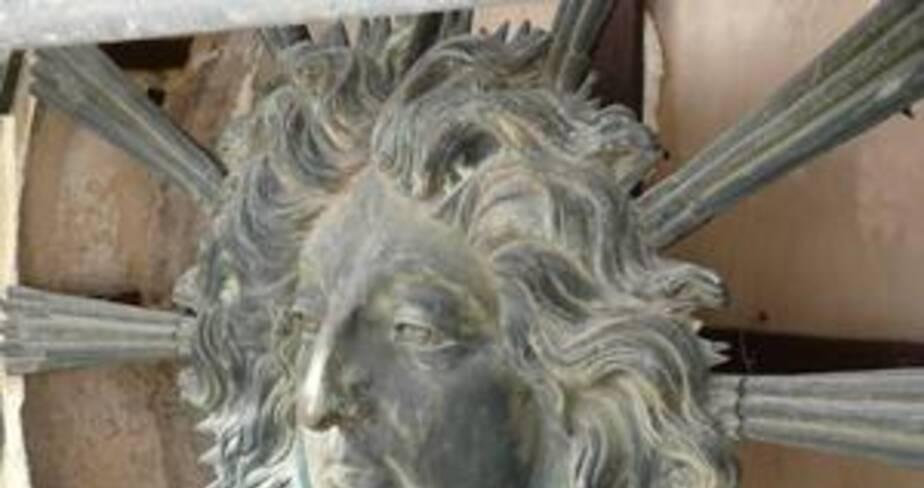 Effigie avant restauration : vue profil gauche