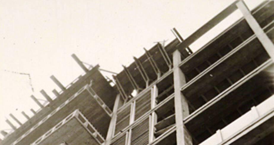 Façade nord, détail les éléments de composition des murs-rideaux