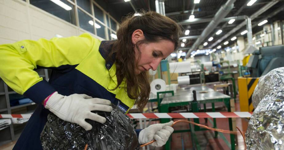 Sara Masüger en résidence d'artiste dans l'entreprise Michelin à Cébazat (Puy de Dôme)