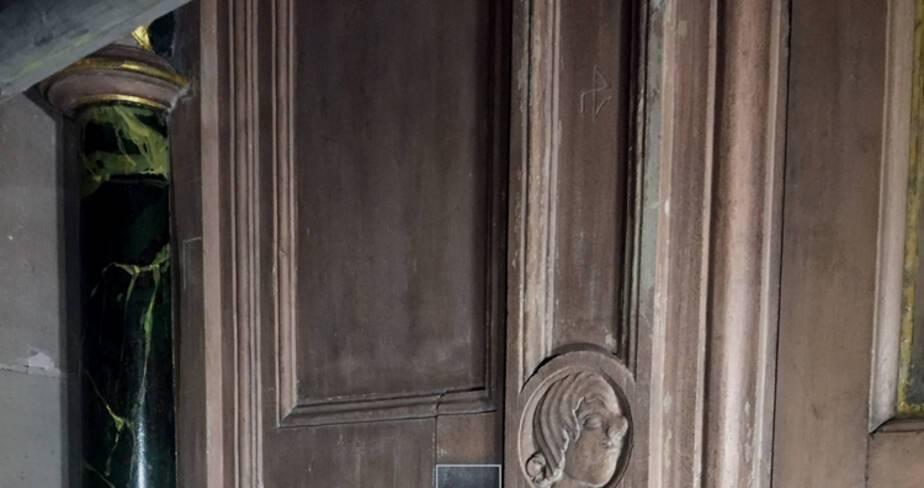 Cathédrale de Strasbourg. Horloge astronomique. Nettoyage du buffet