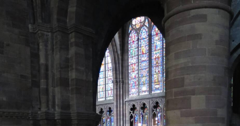 Cathédrale de Strasbourg. Horloge astronomique - Vue depuis l'échafaudage, vers le choeur et la nef
