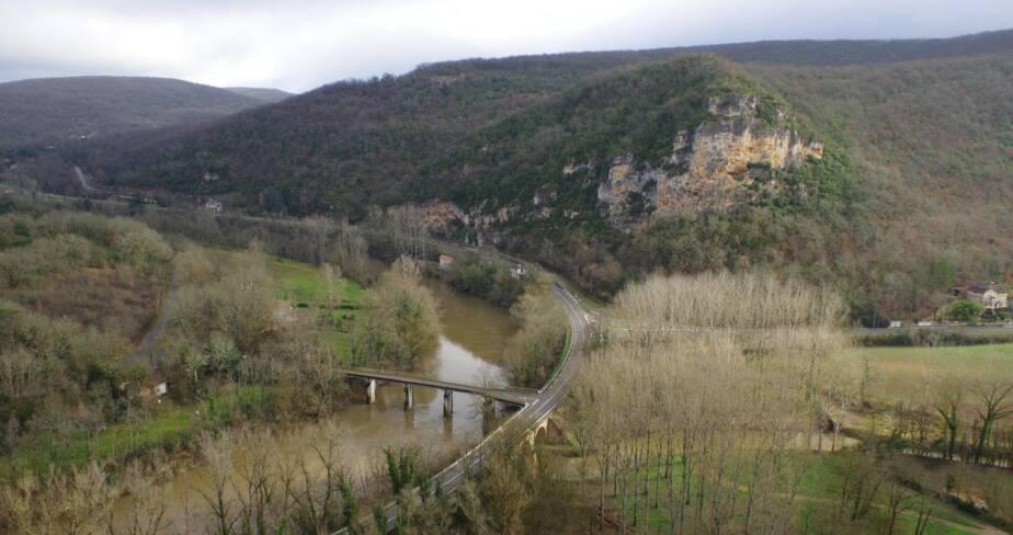 Vallée de l'Aveyron à hauteur de la grotte de Bruniquel